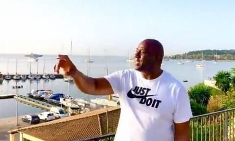 Ο Μάτζικ Τζόνσον διαφημίζει παντού την Ελλάδα – Τα μηνύματα από Κέρκυρα και Ιθάκη