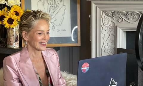 Δες τη Sharon Stone να ποζάρει με μπικίνι στα 63 της