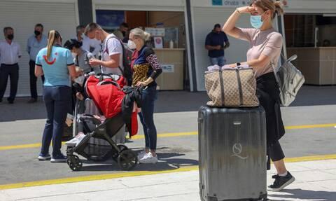 Греция обязала вакцинированных россиян сдавать тесты на COVID