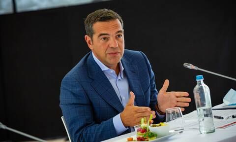 ΣΥΡΙΖΑ: Αφού ο Μητσοτάκης έκανε το βίο των νέων αβίωτο, τώρα προσπαθεί να τους εξαγοράσει με €150