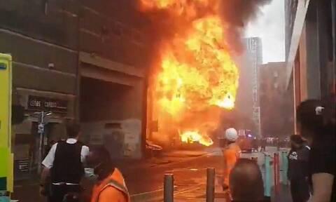 Φωτιά τώρα στο Λονδίνο κοντά σε σταθμό του μετρό