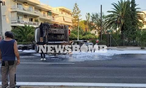 Τροχαίο στο Καβούρι: Απορριμματοφόρο συγκρούστηκε με ταξί – Ακολούθησαν εκρήξεις (pics)