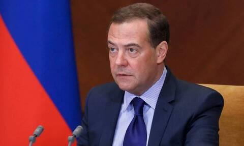 Медведев считает, что для России неправильно закупать продукты за рубежом