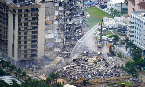 Κατάρρευση πολυκατοικίας στη Φλόριντα: Στους 12 οι νεκροί - Στον τόπο της τραγωδίας ο Μπάιντεν