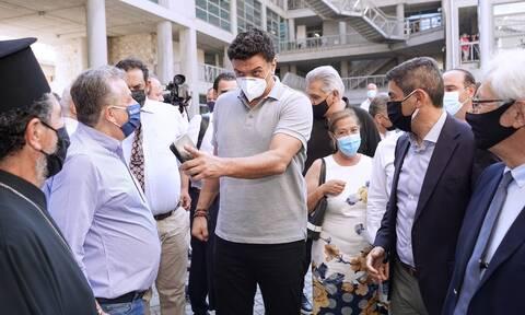 Στην Κρήτη ο Βασίλης Κικίλιας: «Δεν νοείται άλλη επιλογή από το να είμαστε πρώτοι σε εμβολιασμούς»