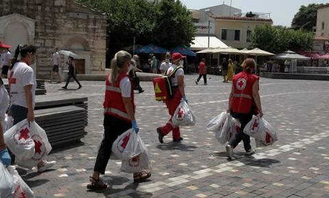 Καύσωνας: Ο Ελληνικός Ερυθρός Σταυρός οργανώνει νέα δράση στήριξης αστέγων