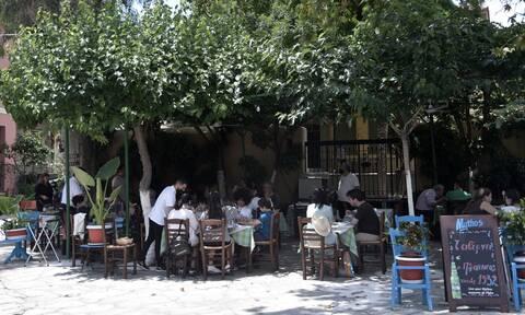 Ωράριο εστίασης: Τι ώρα κλείνουν εστιατόρια, μπαρ και καφέ
