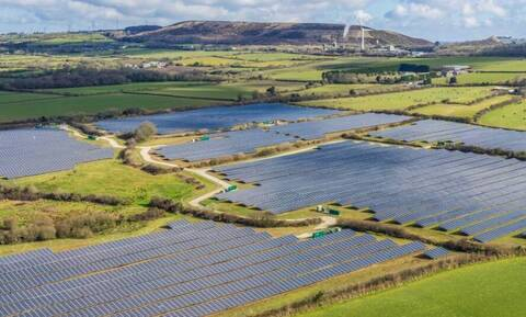 Mytilineos: Εξαγόρασε από την Elgin Energy έργα ηλιακής ενέργειας στην Ιρλανδία