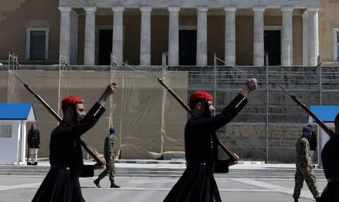 Βουλή: «Μεράκλωσαν» οι βουλευτές - Κλαρίνα και τιμή στην Επανάσταση του 1821
