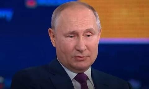 Πούτιν: Να δείξω βίντεο που εμβολιάστηκα; Κι αν δεν το έκανα μπράτσο; (vid)
