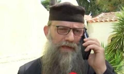 Αμετανόητος ο ιερέας που άνοιξε το φέρετρο νεκρού από κορονοϊό: Είμαι αρνητής των μέτρων