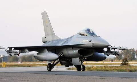 Μαχητικό F-16 του Βελγίου έπεσε πάνω σε κτήριο σε ολλανδική αεροπορική βάση