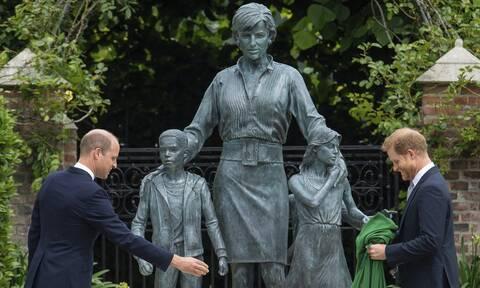 Βρετανία: «Γιατί μας δείχνετε την Τερέζα Μέι;» - Οι πρώτες αντιδράσεις για το άγαλμα της Νταϊάνα