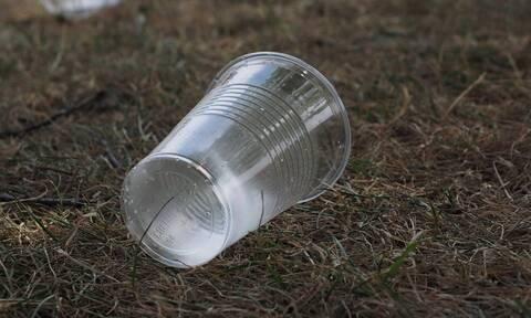 Τέλος στα πλαστικά μιας χρήσης: Τι αλλάζει από το Σάββατο 3 Ιουλίου