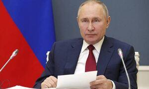Путин подписал указ о единовременной выплате семьям с детьми по 10 тыс. рублей