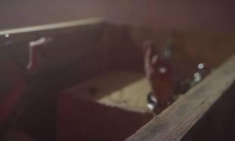 «Το κορίτσι στο κουτί»: Την κρατούσε σε ένα «φέρετρο» και τη βίαζε ως «σκλάβα του σεξ» για 7 χρόνια