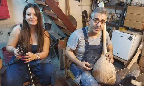 Οι άνθρωποι που φτιάχνουν των «αγγέλων» τα μπουζούκια στο Newsbomb.gr