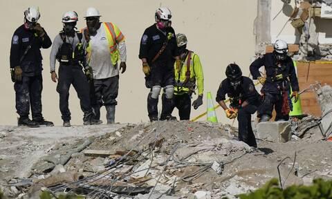 ΗΠΑ: Πυροσβέστης βρήκε το πτώμα της κόρης του στα χαλάσματα του κτηρίου στη Φλόριντα