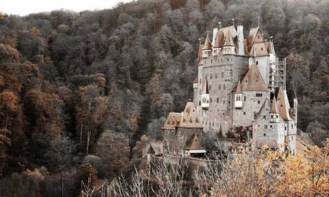 Πέντε μεσαιωνικά κάστρα που μεταμορφώνουν την πραγματικότητα σε παραμύθι