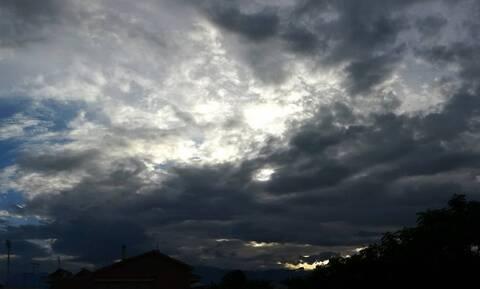Ο καιρός τρελάθηκε! Μετά τον καύσωνα, βροχές και καταιγίδες - Πού θα είναι έντονα τα φαινόμενα