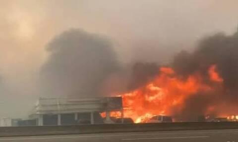 Πύρινη κόλαση στον Καναδά: «Μέσα σε περίπου 15 λεπτά ολόκληρη η πόλη κατακλύστηκε από φλόγες»