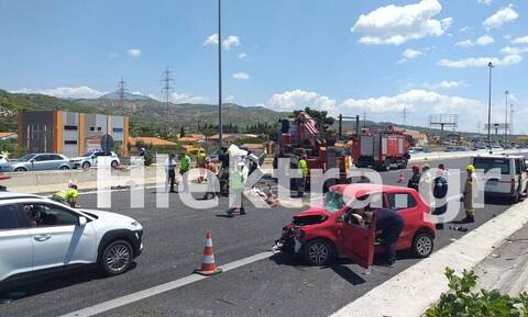Σοκαριστικό τροχαίο στα διόδια του Ισθμού: Αυτοκίνητο πέρασε στο αντίθετο ρεύμα