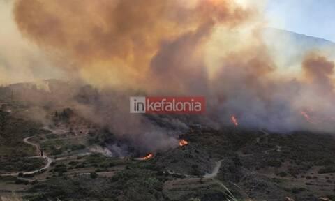 Φωτιά στην Κεφαλονιά: Δύσκολη νύχτα με ισχυρούς ανέμους - Εκκενώθηκαν προληπτικά τρία χωριά