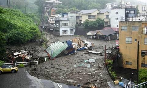 Ιαπωνία: Επιζώντες μέσα στις λάσπες αναζητούν διασώστες μετά τις κατολισθήσεις