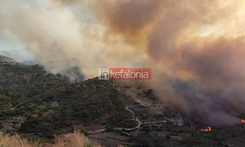 Φωτιά στην Κεφαλονιά: Δύσκολη η χθεσινή νύχτα - Μαίνεται η μεγάλη πυρκαγιά σε 7 μέτωπα