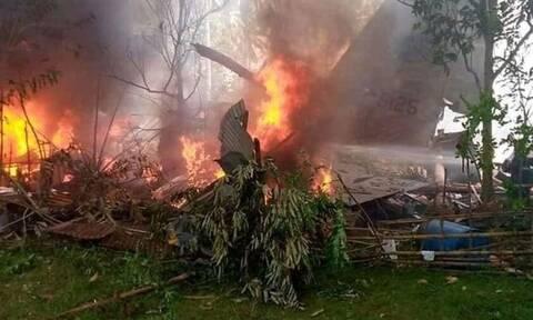 Φιλιππίνες: Τουλάχιστον 40 διασωθέντες και 17 νεκροί από τη συντριβή στρατιωτικού αεροσκάφους