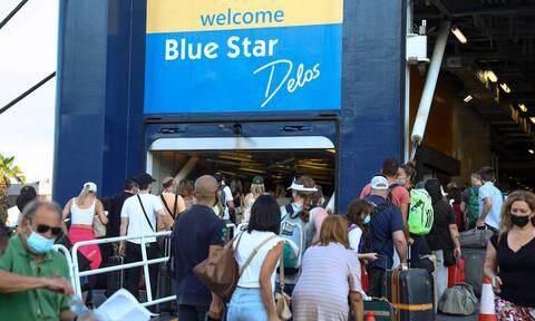 Αυξημένη η κίνηση στο λιμάνι του Πειραιά - Η πρώτη μεγάλη έξοδος του καλοκαιριού
