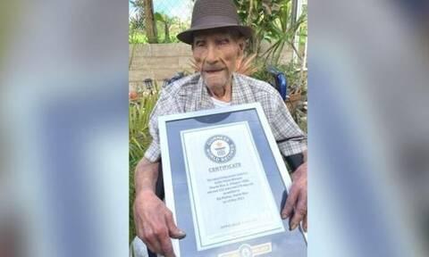 Ρεκόρ Guinness: Ο γηραιότερος άνδρας στον κόσμο δίνει...συμβουλές μακροζωϊας