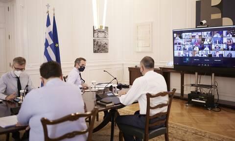 Κορονοϊός: Σύσκεψη στο Μαξίμου για τις «τοπικές» εξάρσεις - Ποια μέτρα έχουν πέσει στο «τραπέζι»
