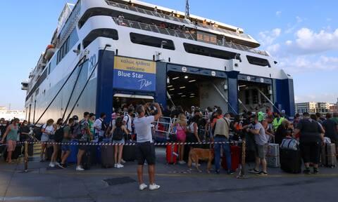 Λιμάνι Πειραιά: Ουρές και παράπονα για το αυξημένο κόστος της εισόδου στο πλοίο - «Μαζεύουμε χαρτιά»
