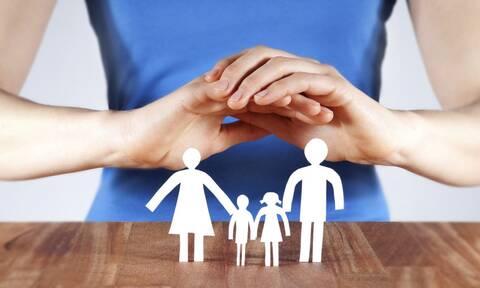 Δημόσια και καθολική κοινωνική ασφάλιση