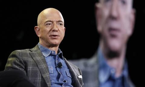 ΗΠΑ: Ο Τζεφ Μπέζος παραδίδει το τιμόνι της Amazon