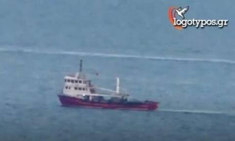 Πρόκληση: Τουρκικά αλιευτικά κάνουν «βόλτες» νότια της Σύρου