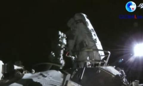 Κινέζοι αστροναύτες έκαναν διαστημικό περίπατο έξω από τον διαστημικό σταθμό τους