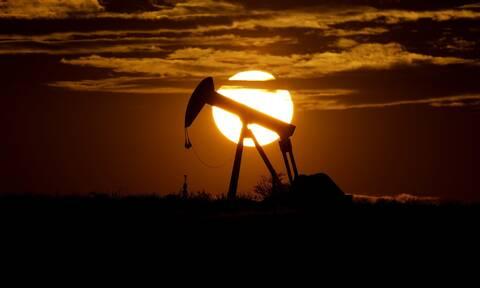 Κρίση στο πετρέλαιο: Πού οφείλεται και τι σημαίνει το ρήγμα μεταξύ Σαουδικής Αραβίας και HAE