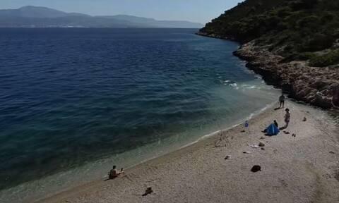 Αλμυρή Κορινθίας. Η άγνωστη παραλία με την φυσική νεροτσουλήθρα
