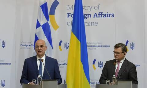 Δένδιας από Κίεβο: Η Ελλάδα στηρίζει την κυριαρχία και την εδαφική ακεραιότητα της Ουκρανίας