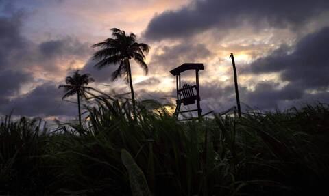 Η τροπική καταιγίδα «Έλσα» σφυροκόπησε την Κούβα και απειλεί τη Φλόριντα