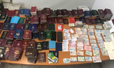 Συνελήφθησαν φορτωμένοι με εκατοντάδες πλαστά διαβατήρια