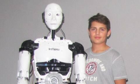 Δημήτρης Χατζής: Το «παιδί-θαύμα» που στην εφηβεία του έφτιαξε ανθρωπoειδές ρομπότ