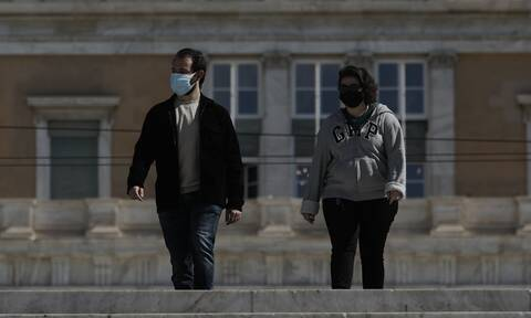 Πολίτες με μάσκα