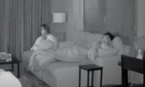 Βίντεο: Η τρομακτική στιγμή που ζευγάρι στο διαμέρισμά του βιώνει έκρηξη σε εργοστάσιο χημικών