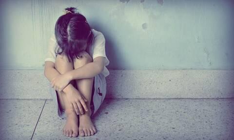Κορίτσι κακοποίηση