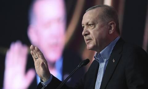 DW: Σε «απελπιστική» κατάσταση η τουρκική οικονομία, «στο κόκκινο» ο πληθωρισμός