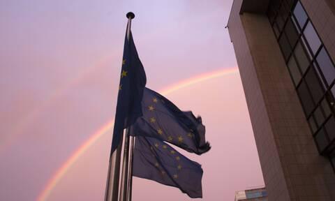 Κομισιόν για ελληνική οικονομία: Αναθεωρήθηκαν προς τα πάνω οι προβλέψεις για την ανάπτυξη