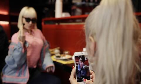 Φτάνει πια με τις «πειραγμένες» φωτογραφίες: Πώς ένας νόμος «βάζει χέρι» σε influencers